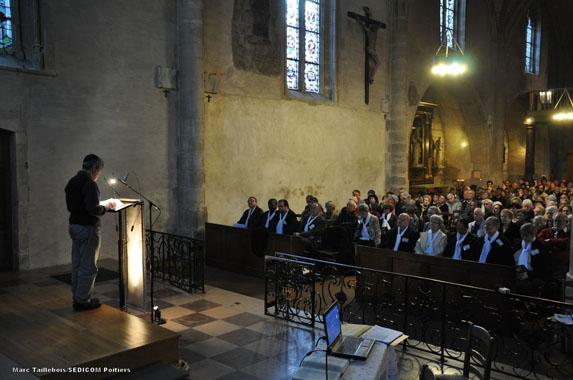POITIERS 2014 - Le Rabbin Philippe HADDAD commence la lecture à POITIERS